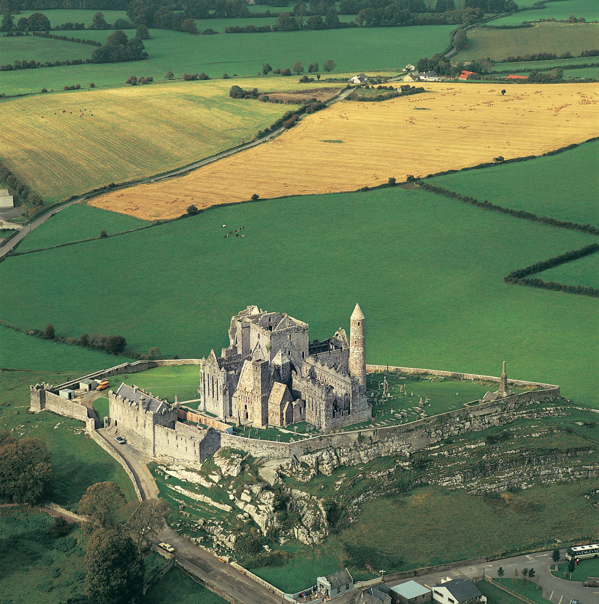 Dublin to Cashel - 3 ways to travel via train, bus, and car