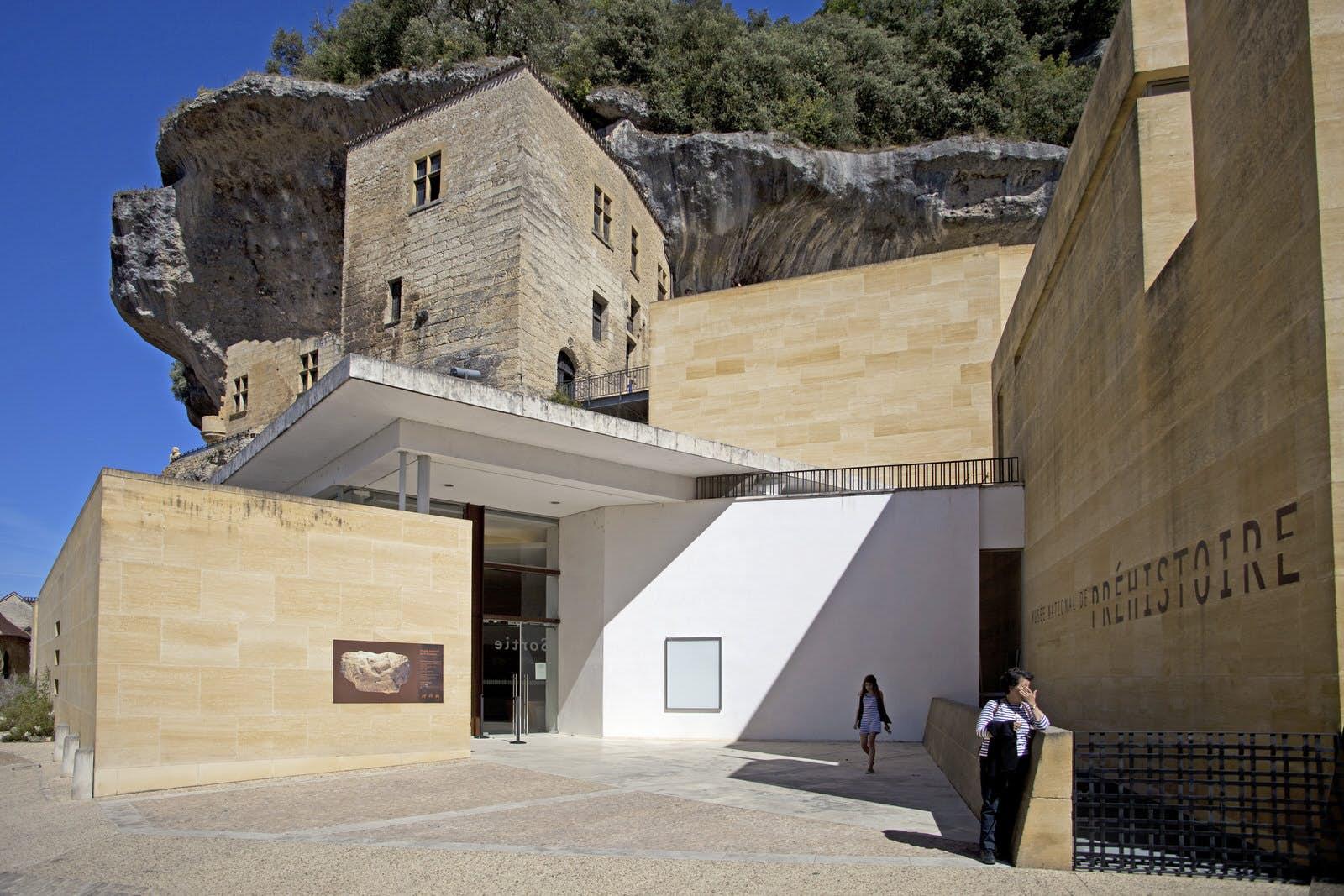 Musée National De Préhistoire Les Eyzies De Tayac Sireuil France Attractions Lonely Planet