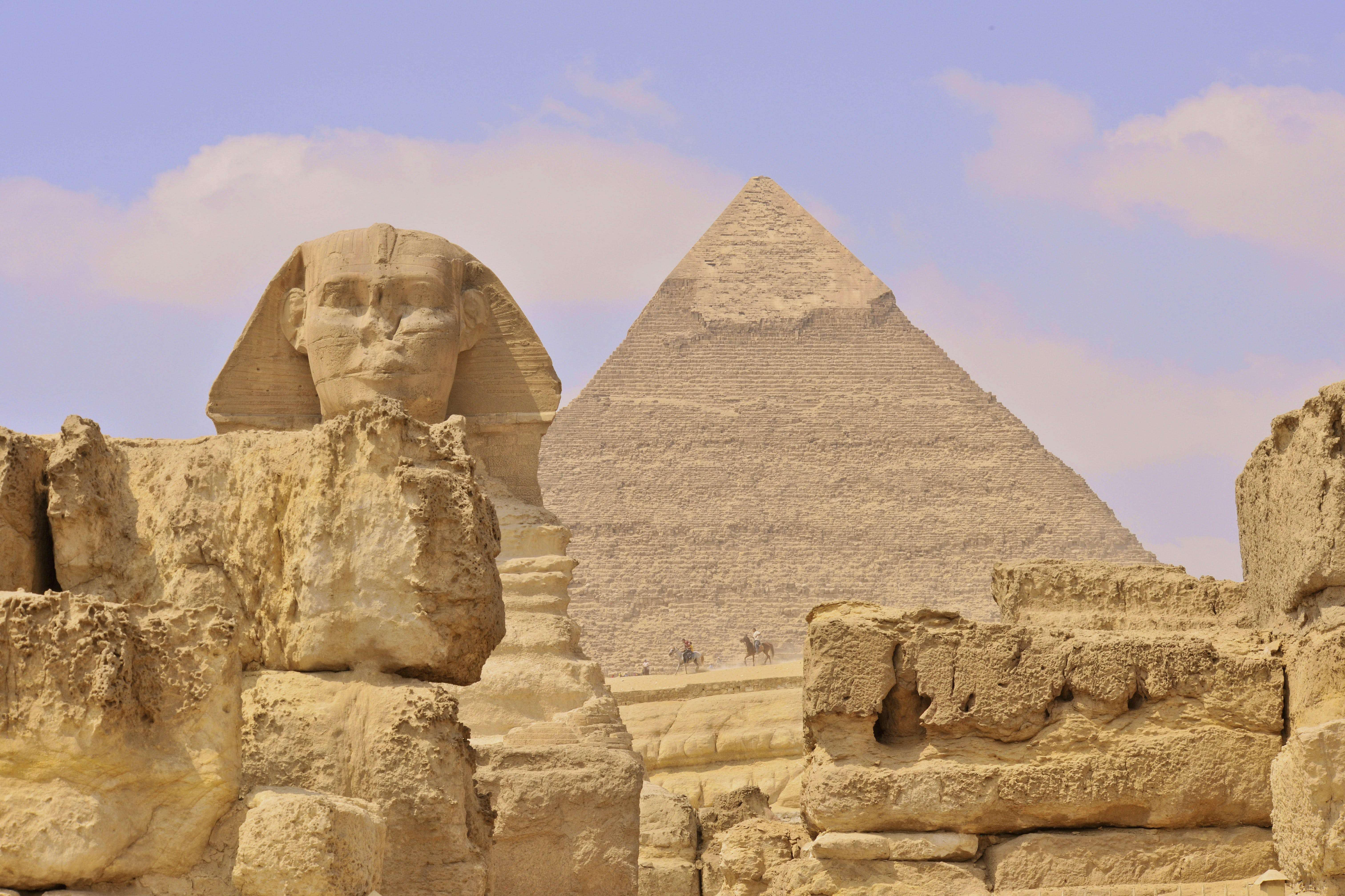 A pyramid and the Great Sphinx of Giza