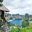 The Molenteng Treehouse (Rumah Pohon) is located within the Thousand Island viewpoint looking along the coast of Nusa Penida.