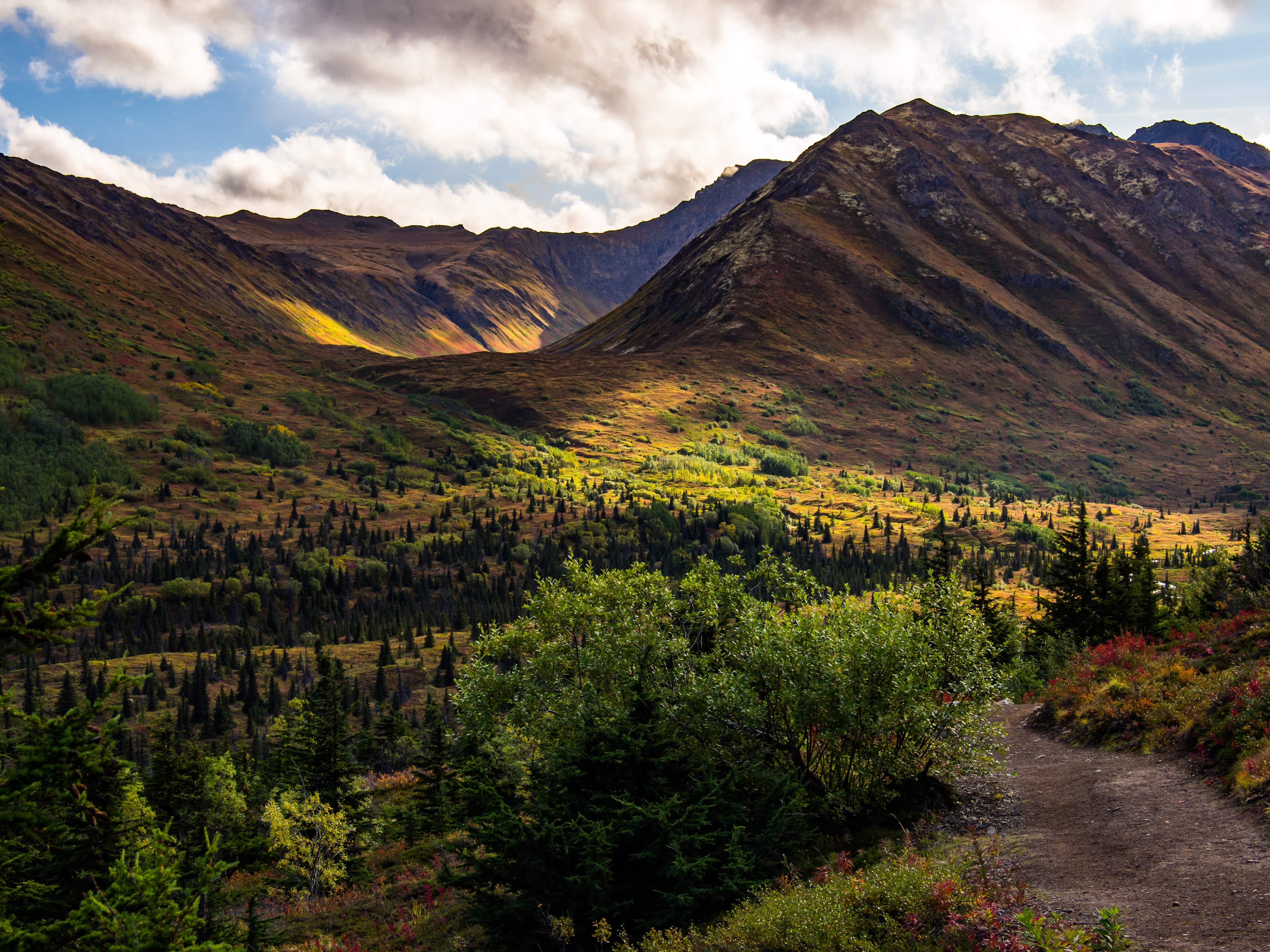 A overlook view of South Fork Eagle River valley and Hanging Valley in Chugach State Park, Alaska.