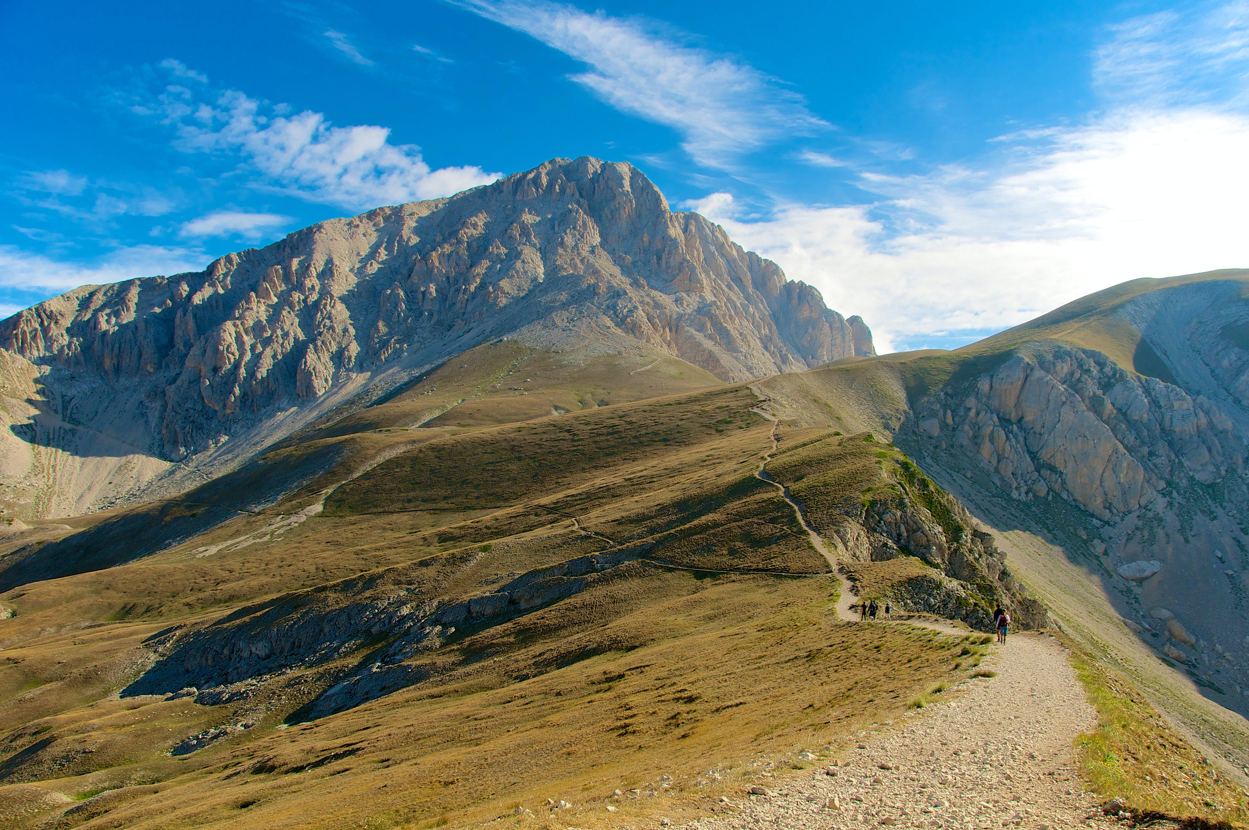 Uma trilha nas montanhas em Abruzzo