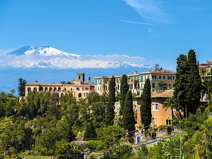 Khách sạn có tầm nhìn rất đẹp ra núi Etna