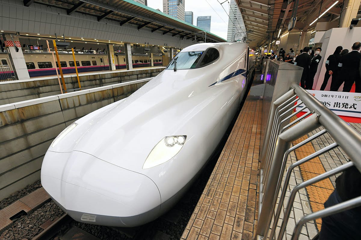 Japan's record-breaking bullet train can also run during earthquakes