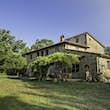 Decameron villa © Airbnb