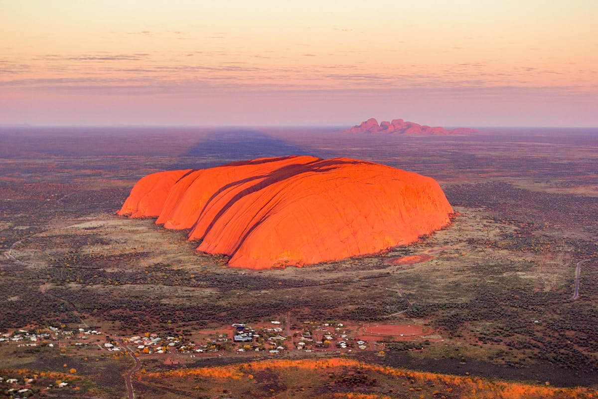See iconic landmarks on this seven-hour scenic flight over Australia - Lonely Planet