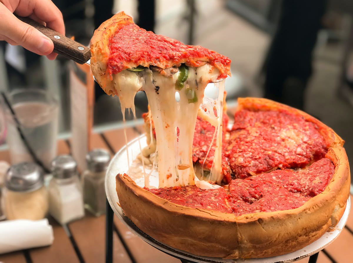 Food fight: Who makes the best pizza - New York or Chicago?
