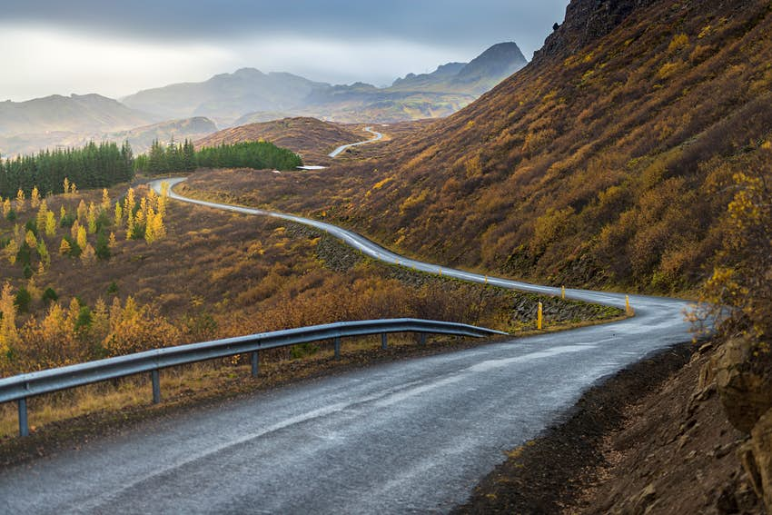 500px Photo ID: 136063169 - The road line perspevtive direct in to mountain in Autumn season