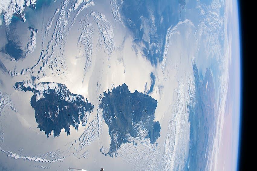 Una imagen de satélite de Córcega y Cerdeña