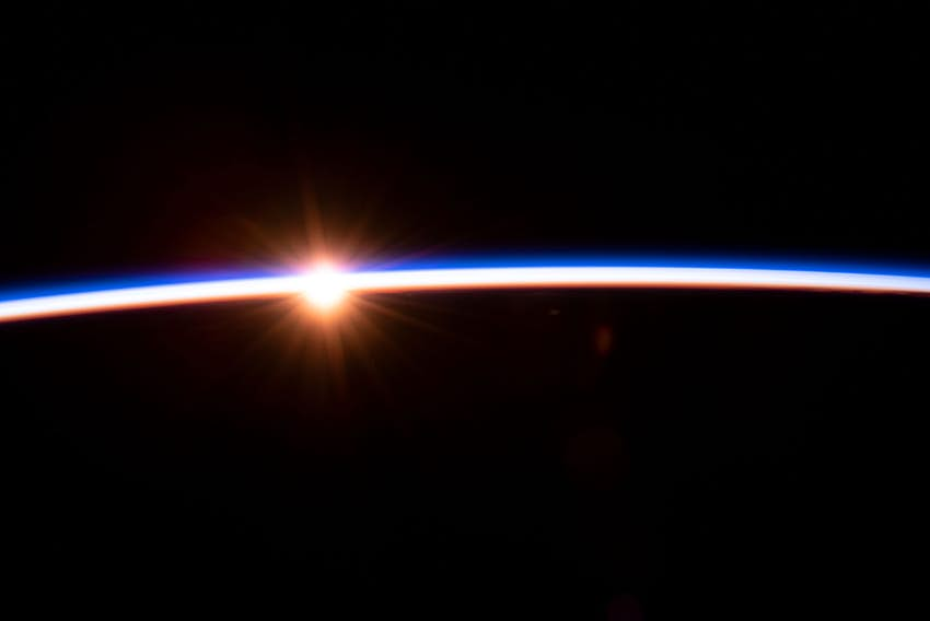 Una imagen satelital del amanecer sobre Australia tomada por la NASA