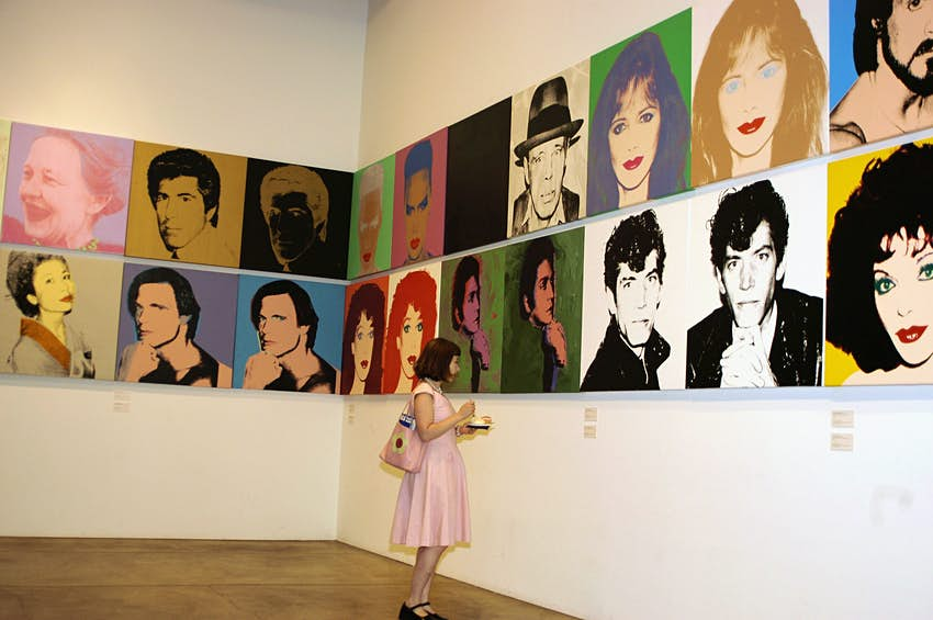 """PITTSBURGH, PENNSYLVANIA - AUGUST 6:  Christine """"Darling"""" Feldman enjoys birthday cake as well as the artwork of Andy Warhol during the 75th birthday celebrations at the Andy Warhol museum on August 6, 2003 Pittsburgh, Pennsylvania. Activities were on hand along with cake and ice cream as part of the Summer of Andy.   (Photo by Archie Carpenter/Getty Images)"""
