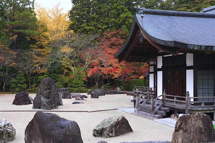 Kinki_Spiritual_stone_garden.JPG