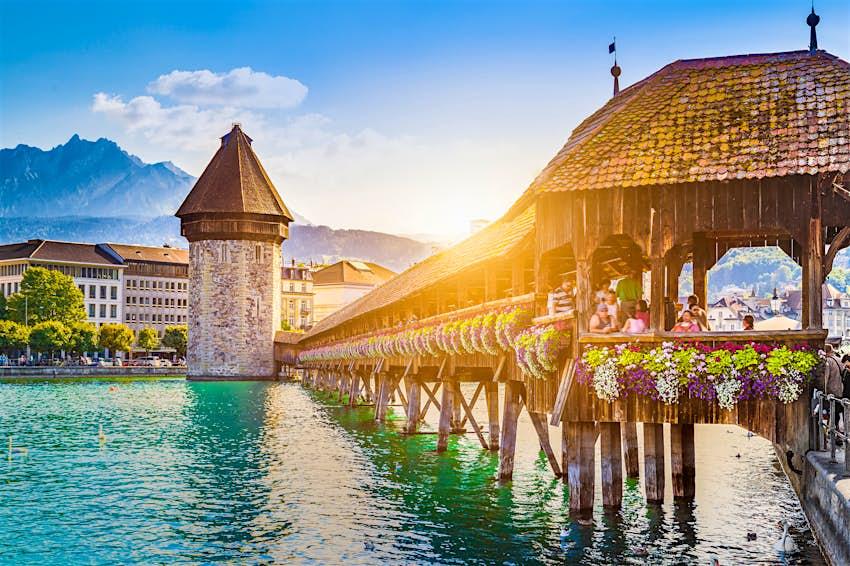 Das historische Stadtzentrum von Luzern mit der berühmten Kapellenbrücke