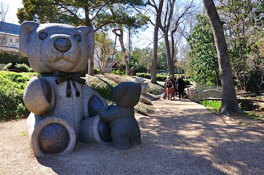 Sculpture of a Teddy bear (author J.T. Williams) in Highland Park, Dallas, Texas, USA