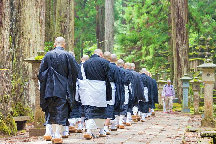 Koyasan_monks.jpg