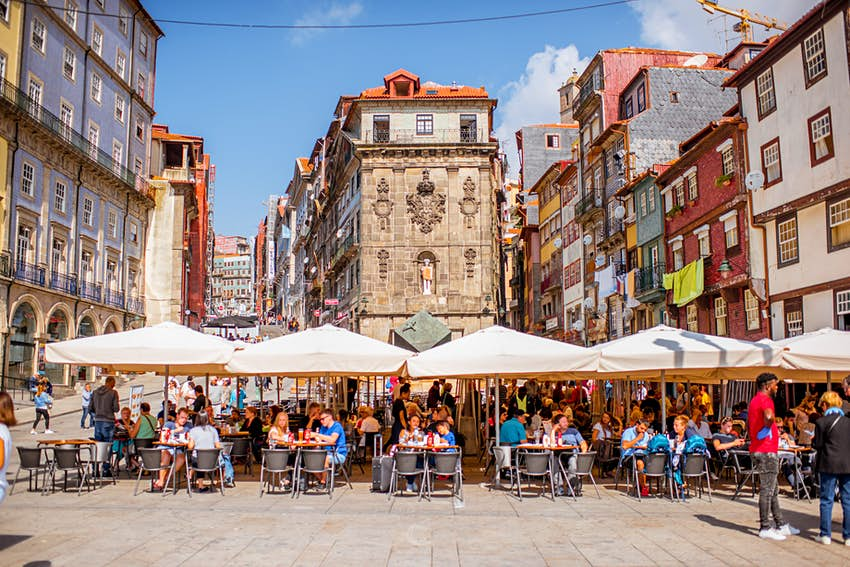 Outdoor eating in Porto