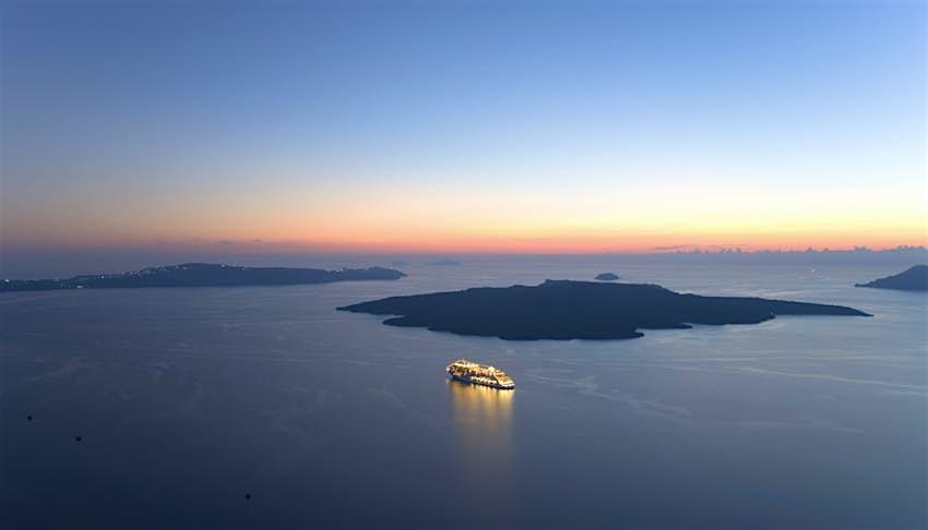 Καλντέρα μετά το ηλιοβασίλεμα, Φηρά, Σαντορίνη, Ελλάδα