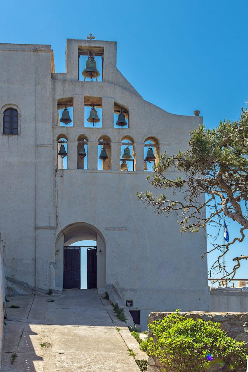 Το καμπαναριό της Μονής του Προφήτη Ηλία, Σαντορίνη, Θήρα, Ελλάδα