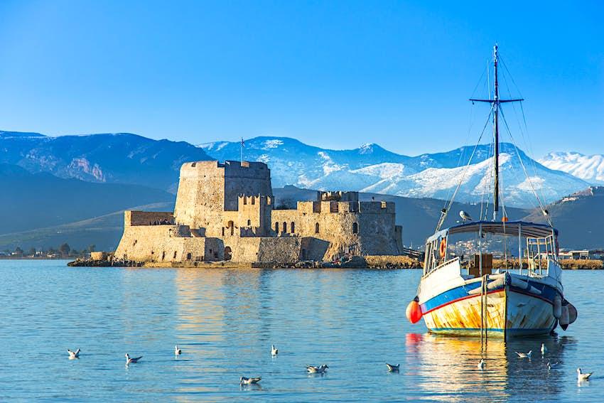 Το Πόρτζι Νερό Κάστρο είναι ένα μικρό νησί με κάστρο στην ακτή του Ναυπλίου στην Ελλάδα.