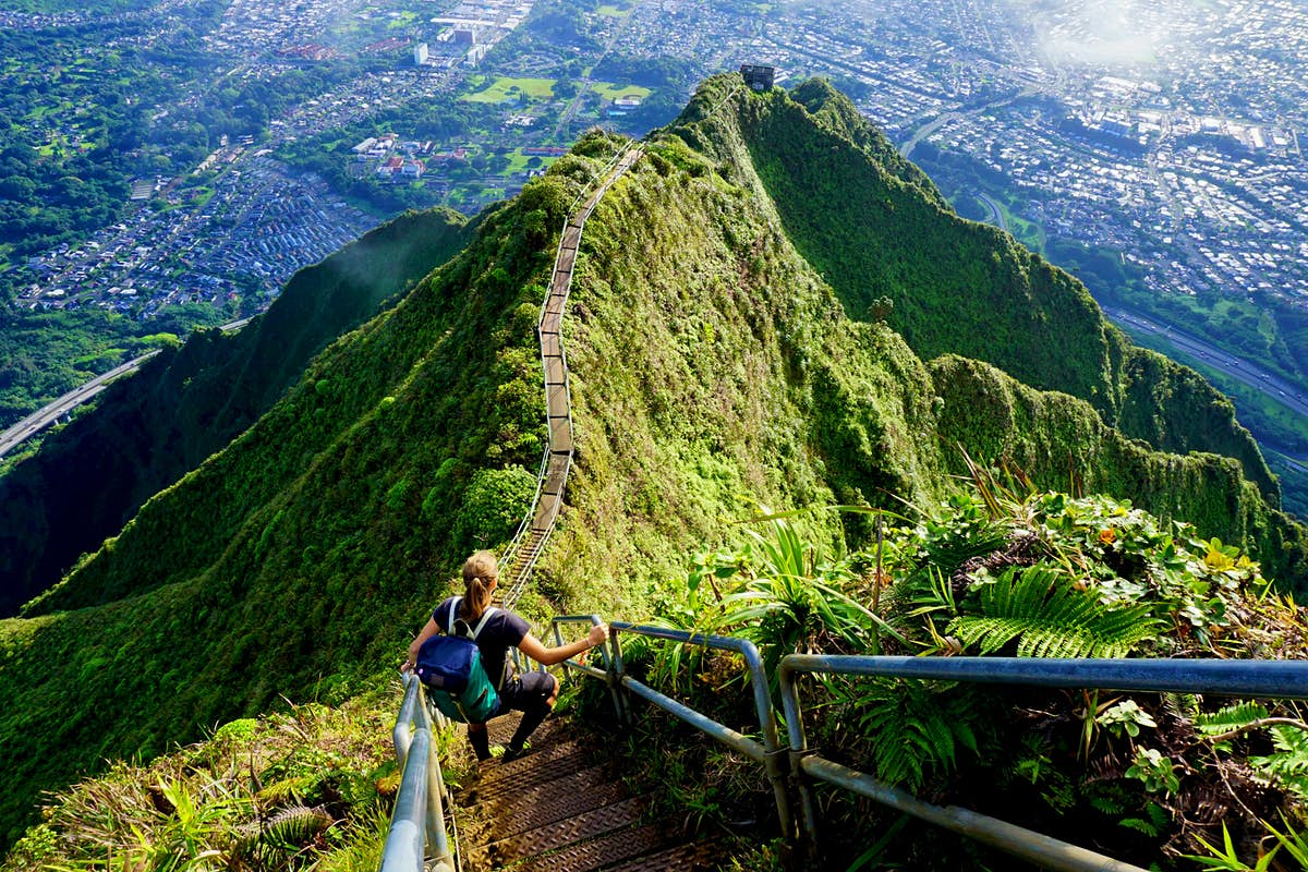 """O'ahu's infamous """"Stairway to Heaven"""" to be torn down"""