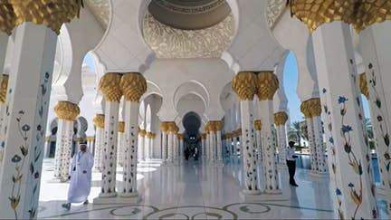 Tour the Sheikh Zayed Grand Mosque
