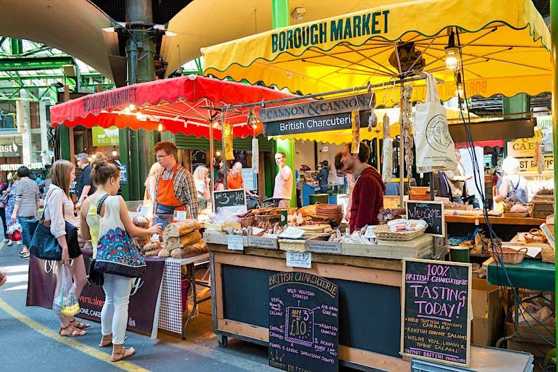 Com mil anos, mas ainda forte, o Borough Market é um destino delicioso em uma viagem a Londres © Alex Segre / Shutterstock