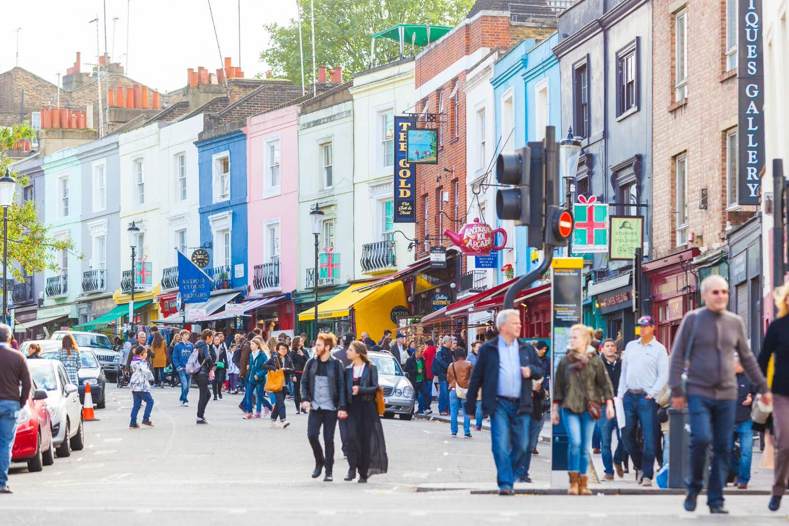 Strolling down Portobello Rd © William Perugini / Shutterstock