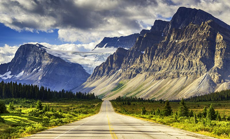 Icefields Parkway in Alberta, Canada © Witold Skrypczak / Lonely Planet Images