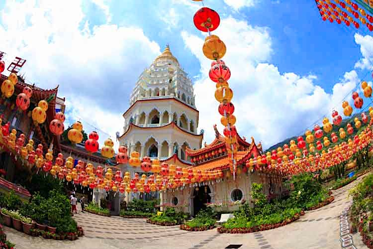Kek Lok Si Temple in Penang, Malaysia. Image by MIXA / Getty Images.