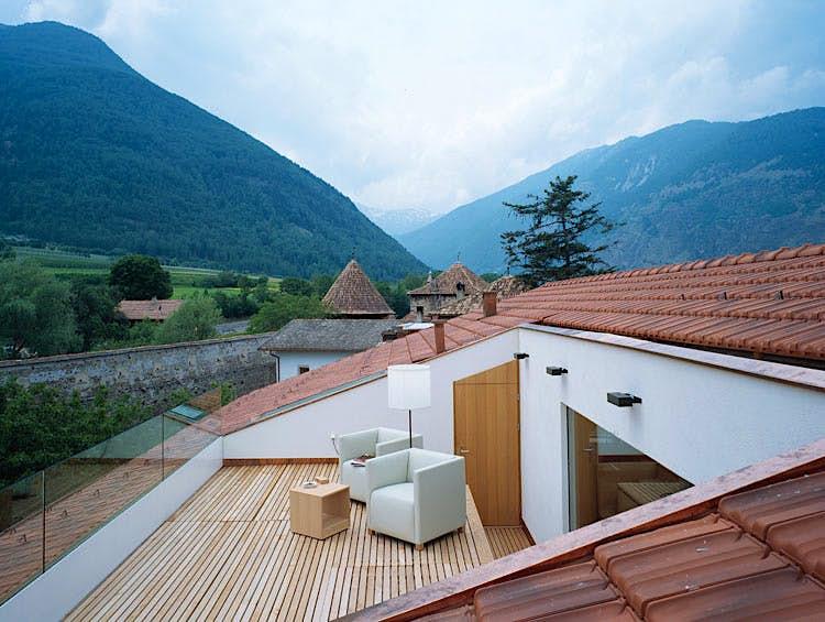 Low-price luxury amid the wild Italian Alps. Image courtesy of Gasthof Grüner Baum.