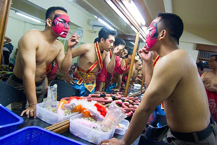Dancers preparing for a performance. Image by Stuart Butler / Lonely Planet.