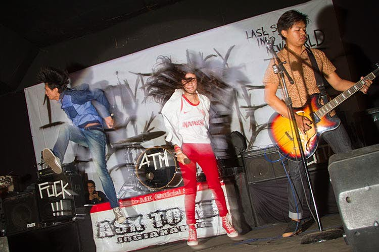 Performers on stage at a rock concert. Image by Stuart Butler / Lonely Planet.