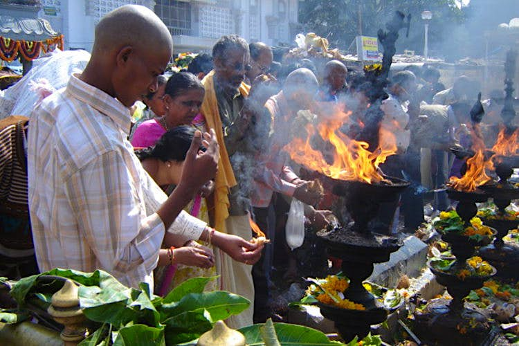 Pilgrims make offerings to Sri Venkateswara, Tirumala. Image by Os Rúpias / CC BY-ND 2.0.