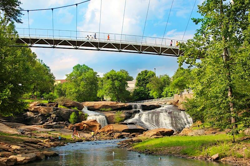 Liberty Bridge, Falls Park on The Reedy. Imagecourtesy of VisitGreenvilleSC / Jeff Gandy