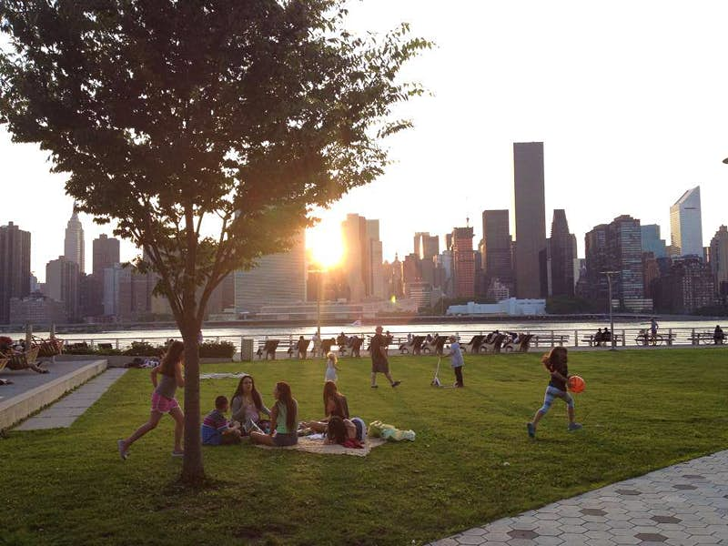 Enjoying the view of Manhattan from Long Island City, Queens. Image courtesy of LIC Partnership.