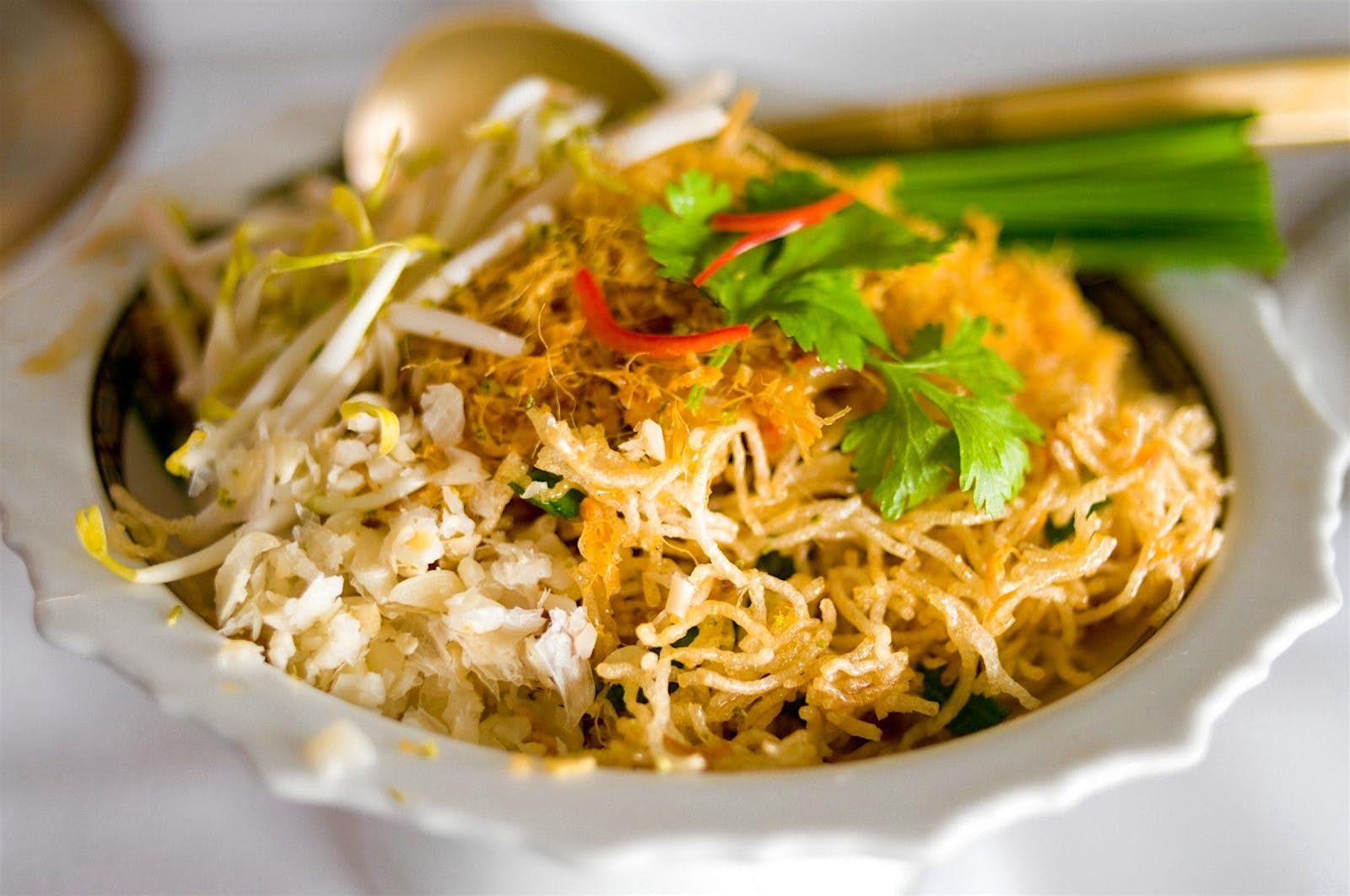 من أشهر المأكولات التايلاندية في بانكوك