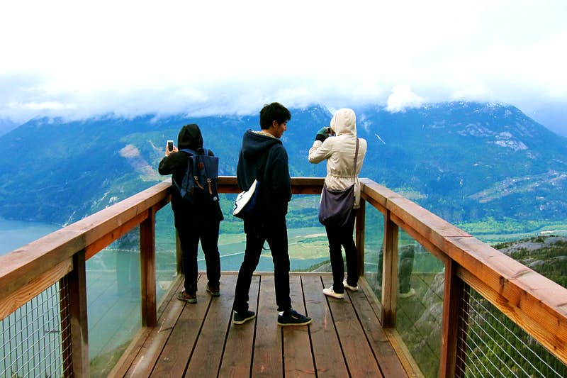Breathtaking scenery keeps camera-snappers occupied at the Sea to Sky Gondola. Image by John Lee / Lonely Planet