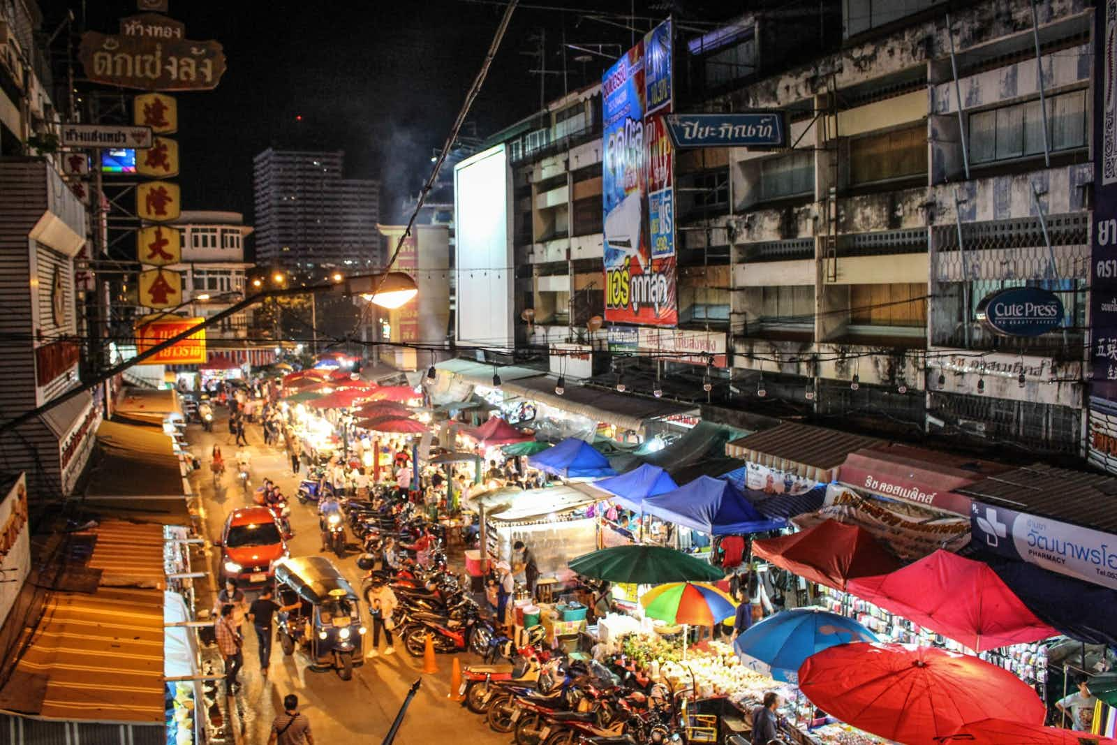 Vendors line and light up the street at Talat Warorot in Chiang Mai, Thailand © Alana Morgan / Lonely Planet