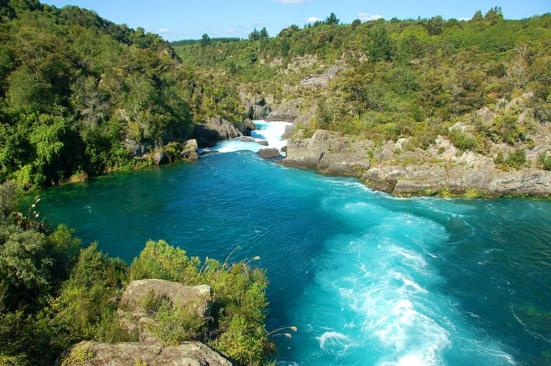 Huka Falls' riverside trails give cyclists stunning views of New Zealand's Aratiatia Rapids. Image by Krzysztof Belczyński / CC BY-SA 2.0