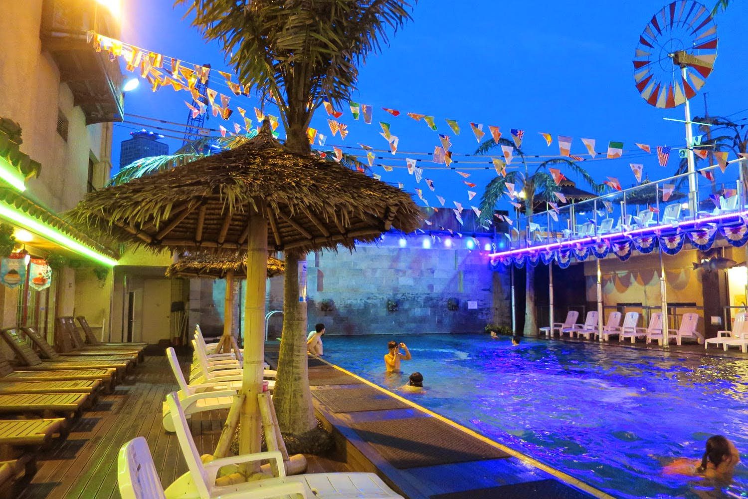 The outdoor pool at Dragon Hill Spa in Seoul. Image by Megan Eaves / Lonely Planet