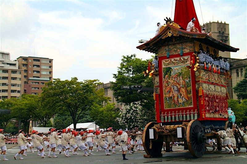 Gion Matsuri nổi; những điều tốt nhất để làm trong mùa hè ở Nhật Bản