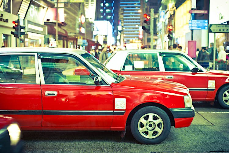 Red taxis: a mainstay of Kowloon's nightlife. Image by Tauno Tõhk / 陶诺 / CC BY 2.0