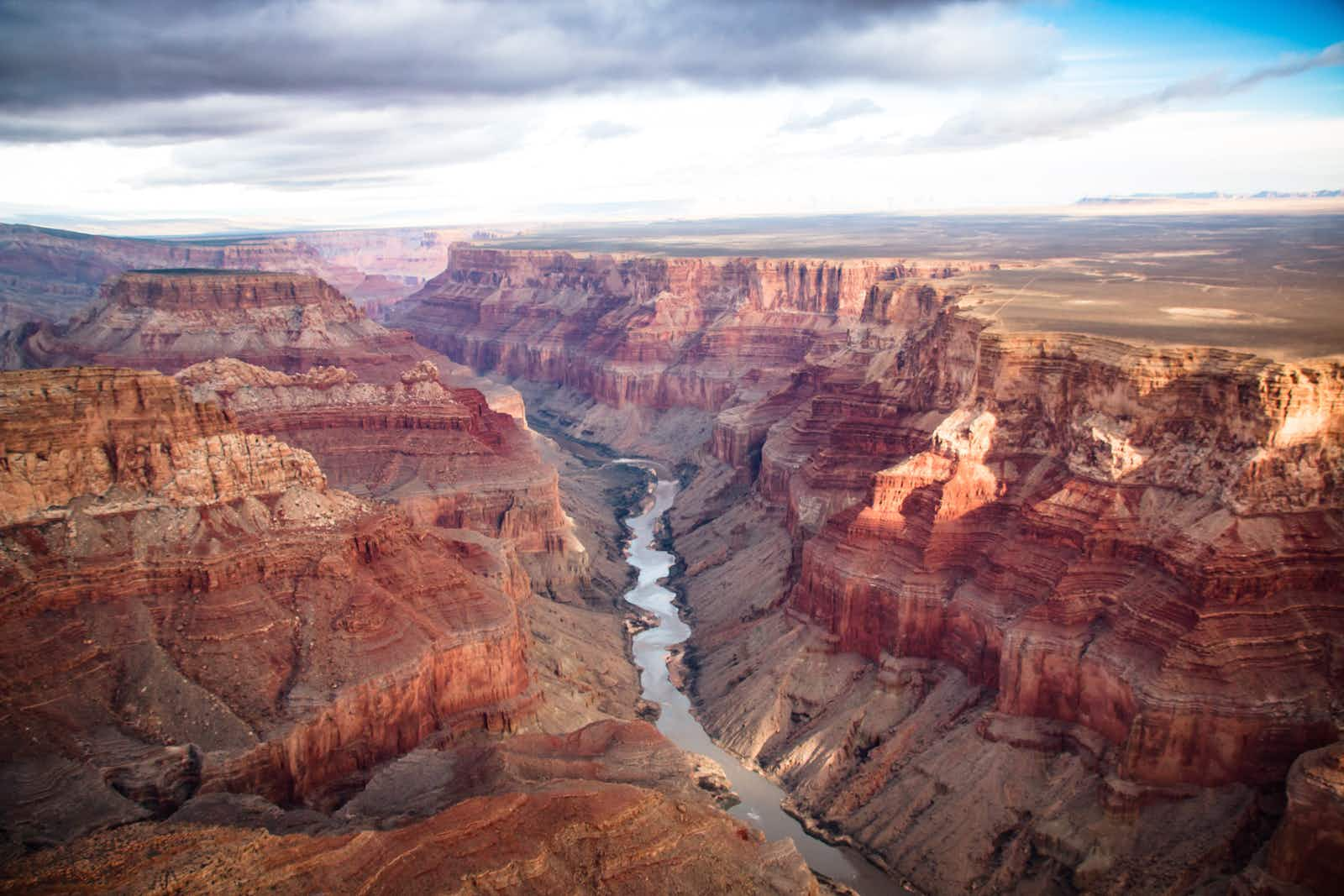 Aerial of the south and north rim of the Grand Canyon © Amineah / Shutterstock