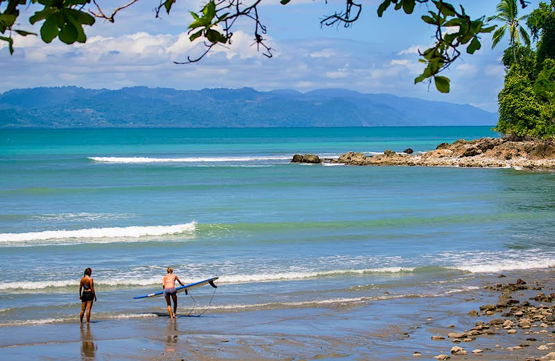 Two surfers headed out to hit the waves off of Osa Peninsula © Moment Mobile / Getty Images