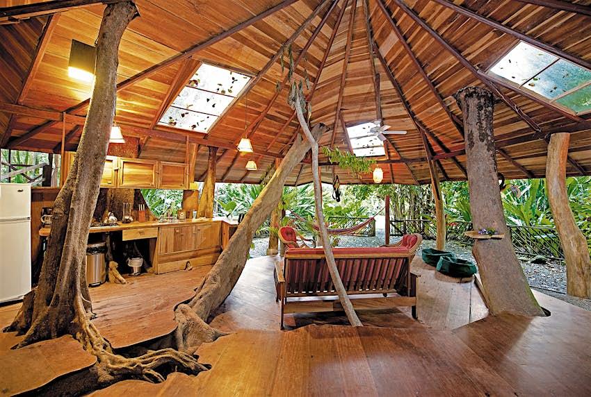 El primer piso de la casa del árbol en Tree House Lodge en Costa Rica