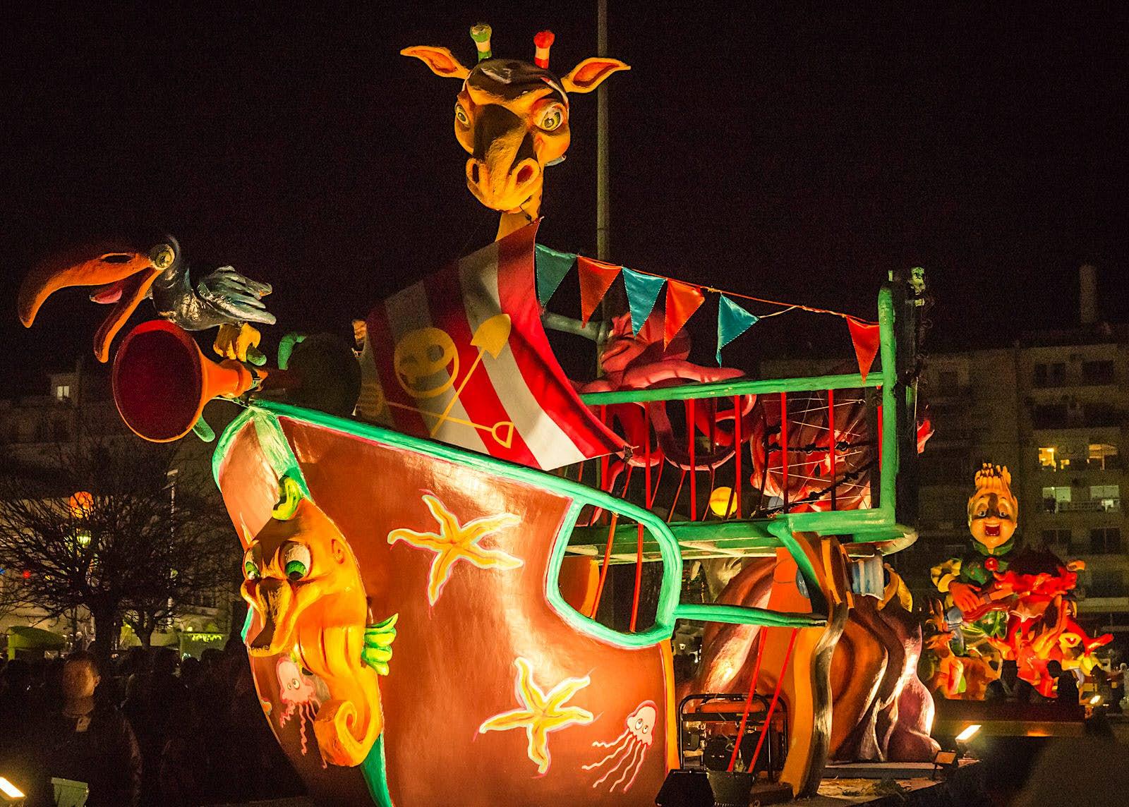 The night parade at the Patras Carnival © siete_vidas / Shutterstock