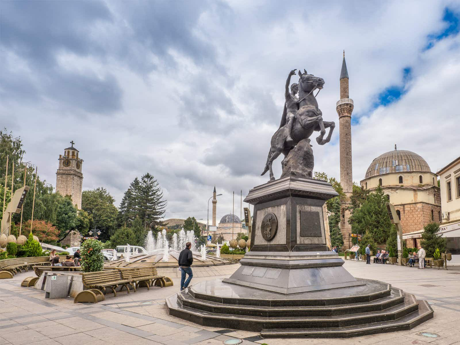 Philip II of Macedon statue at Magnolia Square in Bitola © Witold Skrypczak / Getty Images