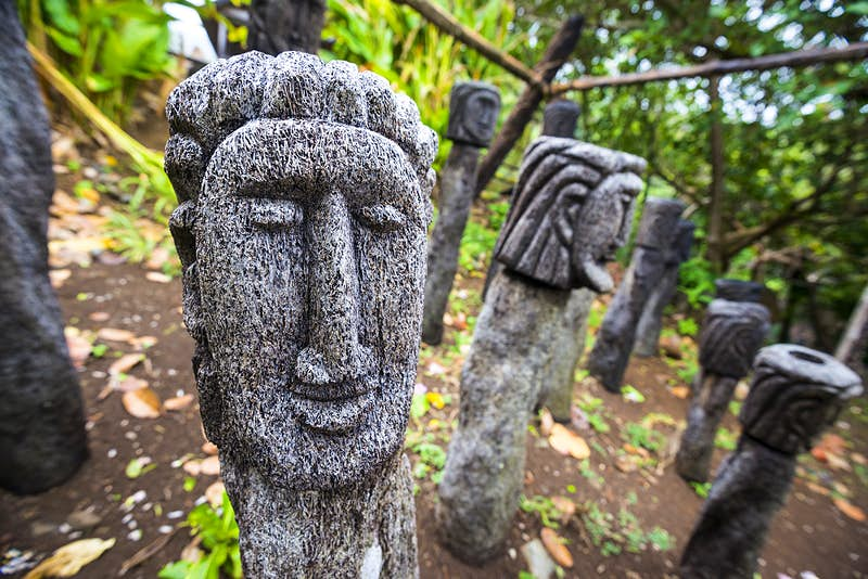 A traditional carving of a face at the Touna Kalinago Heritage Village © Rachid Dahnoun / Getty Images