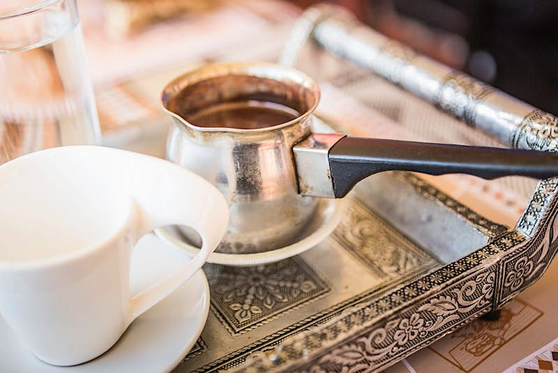 Fresh coffee served Omani style © Cultura RM Exclusive / Annie Engel / Getty Images