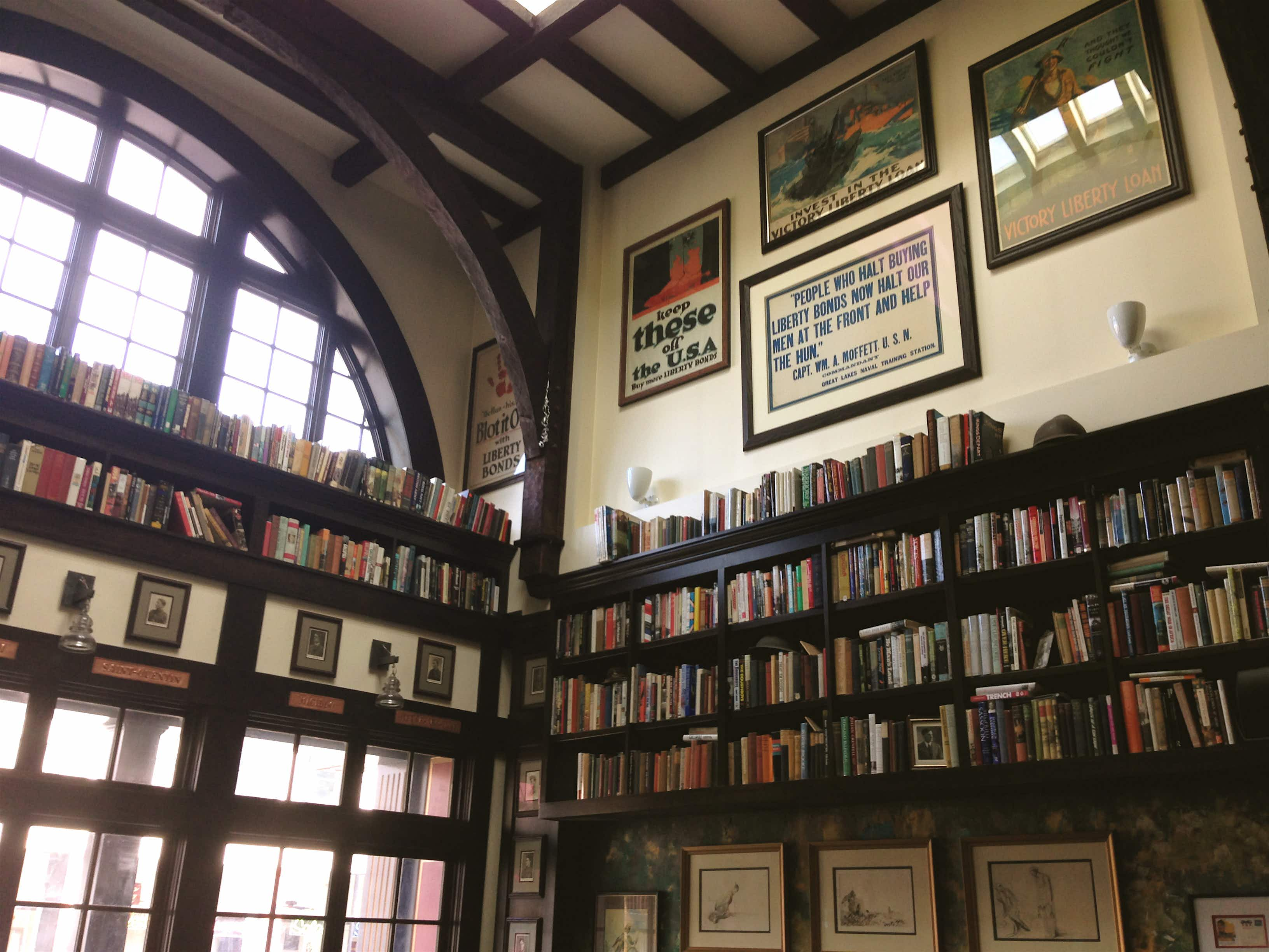 Bookish bars: 10 literary watering holes in Chicago